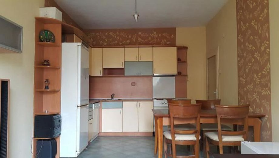 тристаен апартамент софия v67w2j52
