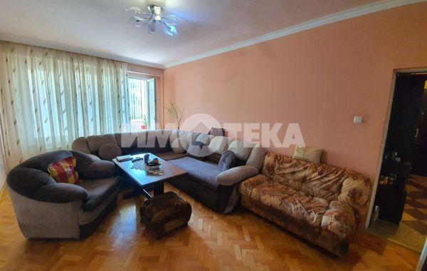 тристаен апартамент софия xp8k1k4s