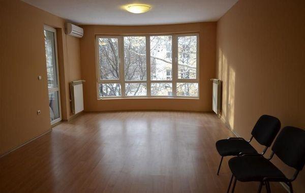 тристаен апартамент софия y77v8vjw