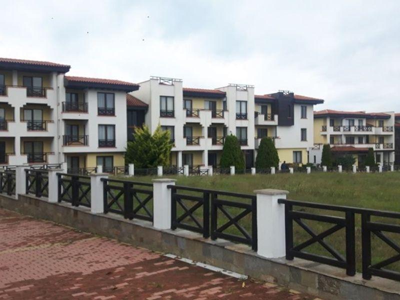 тристаен апартамент черноморец by46936a