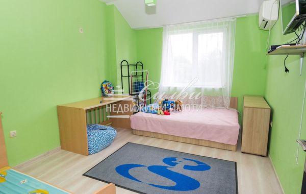 тристаен апартамент шумен jg45jm54